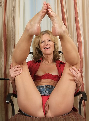 Hot MILF Foot Fetish Porn Pictures