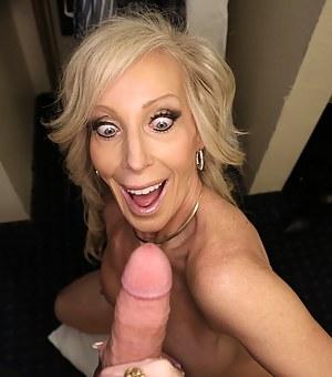 Hot MILF Handjob Porn Pictures