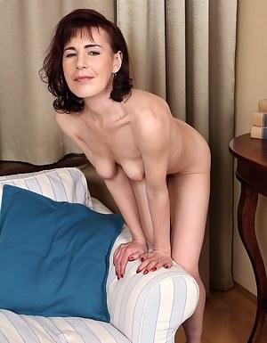 Hot Petite MILF Porn Pictures