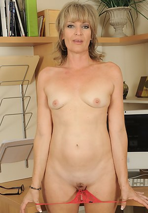 Hot Small Tits MILF Porn Pictures