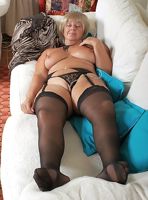 Hot MILF Sleeping Porn Pictures