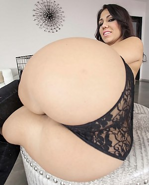 Hot Bubble Butt MILF Porn Pictures