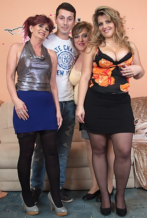 Hot MILF Foursome Porn Pictures