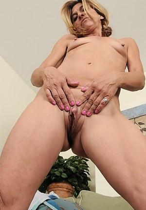 Hot MILF Clit Porn Pictures