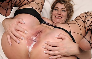 Hot MILF Anal Creampie Porn Pictures