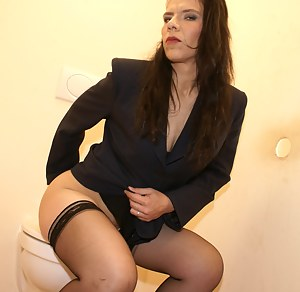 Hot MILF Toilet Porn Pictures