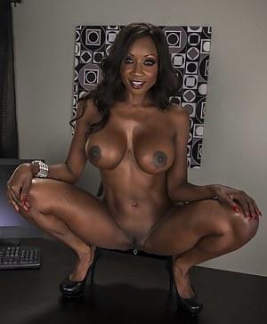 Hot Black MILF Big Tits Porn Pictures