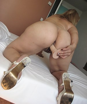 Hot Big Ass MILF Porn Pictures