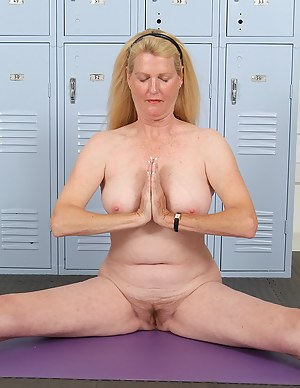 Hot Yoga MILF Porn Pictures