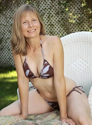 Hot MILF Outdoor Porn Pictures