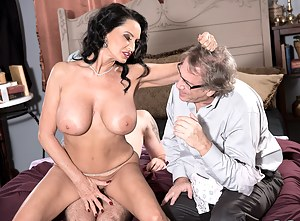 Hot MILF Cuckold Porn Pictures