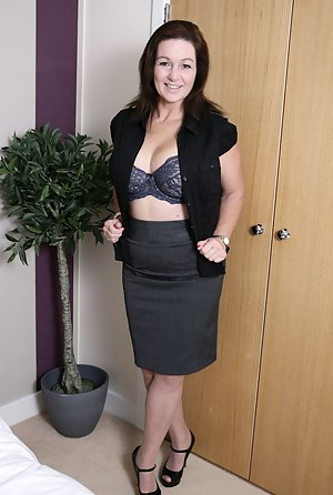 Hot MILF Skirt Porn Pictures