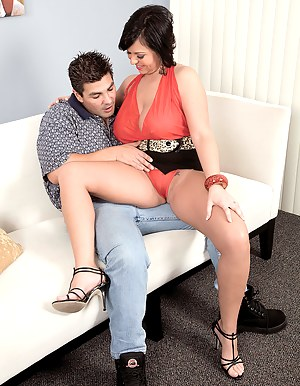 Hot MILF Seduction Porn Pictures
